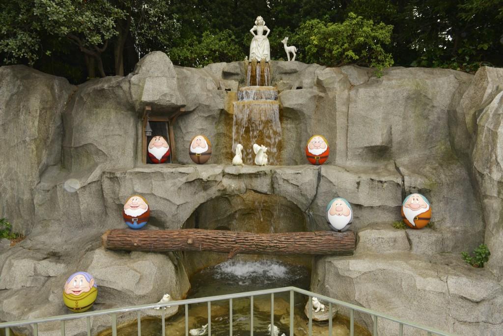 Snow-White-Easter-Eggs-Tokyo-Disney