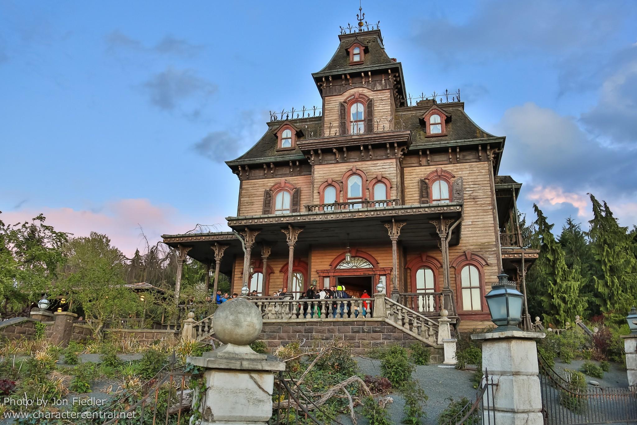 Phantom manor enfin rouvert daily disneyland - La maison hantee paris ...