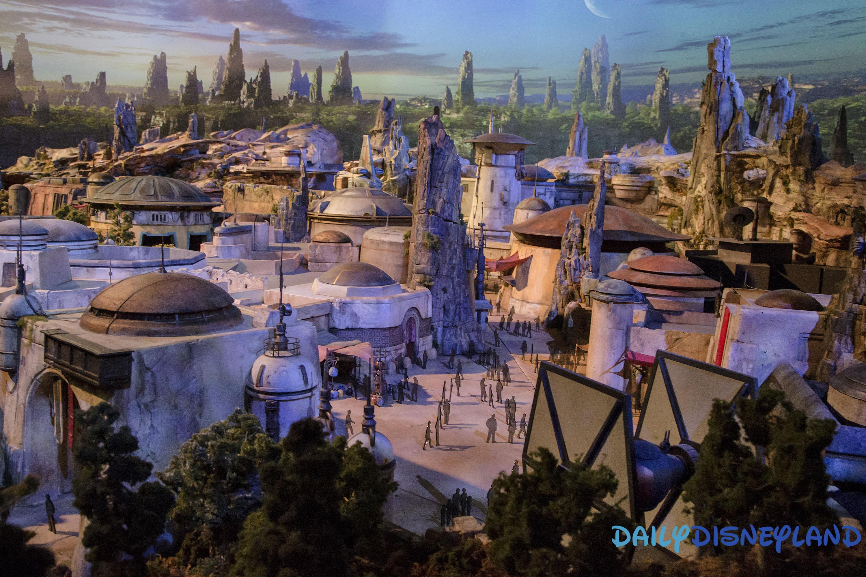 Une maquette des Star Wars Lands américains